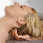 Kopfmassage bei einer Frau