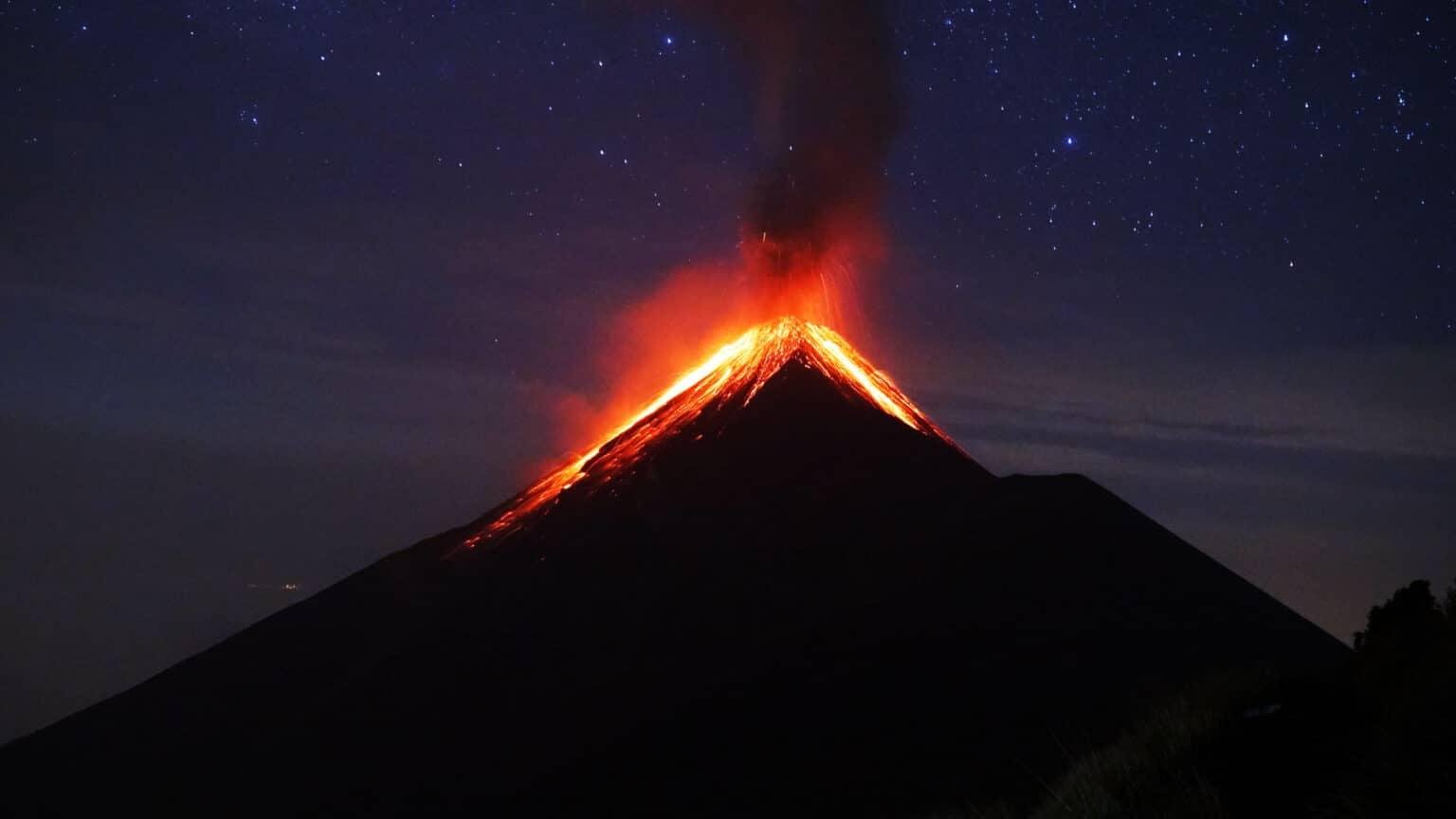 Vulkan bricht aus